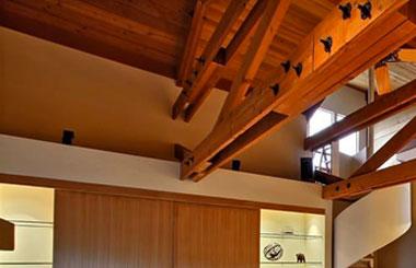 tetto-in-legno-con-morali-legnami-maletta